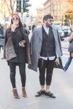 Gente fuera del edificio del desfile de moda de Jil Sander para Milan Men Fotografía de archivo libre de regalías