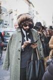 Gente fuera del edificio del desfile de moda de John Richmond para la semana 2015 de la moda de Milan Men Fotografía de archivo libre de regalías