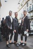 Gente fuera del edificio del desfile de moda de John Richmond para la semana 2015 de la moda de Milan Men Imagen de archivo
