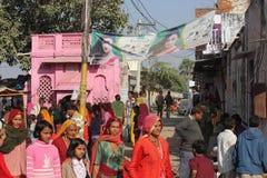 Gente india que camina en la calle de Pushkar Foto de archivo