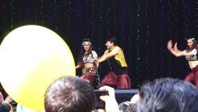 Gente india que celebra el festival de Diwali en Auckland, Nueva Zelanda almacen de metraje de vídeo