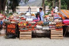 Gente india que vende artes tradicionales en el mercado de Purmam fotografía de archivo libre de regalías