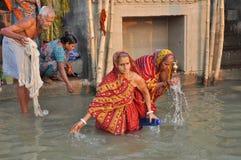 Gente indiana a Varanasi santa. Immagini Stock