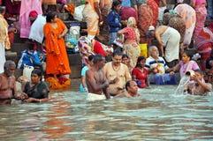 Gente indiana a Varanasi santa Immagine Stock