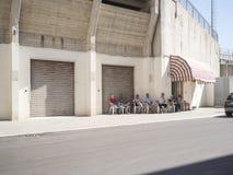 Gente italiana nella via in Italia del sud Fotografie Stock