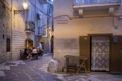 Gente italiana nella via in Italia del sud Immagini Stock