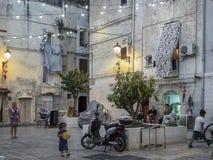 Gente italiana nella via in Italia del sud Immagine Stock Libera da Diritti