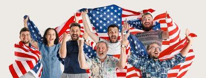 Gente joven con la bandera de los Estados Unidos de América imágenes de archivo libres de regalías