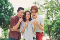 Gente joven de risa Imágenes de archivo libres de regalías