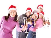 Gente joven del grupo en el sombrero de santa Foto de archivo