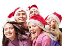 Gente joven del grupo en el sombrero de santa. Fotografía de archivo libre de regalías