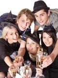 Gente joven del grupo en partido. Imagen de archivo