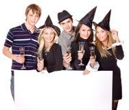 Gente joven del grupo en partido. Fotografía de archivo