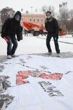 Gente joven en caretas antigás Imágenes de archivo libres de regalías
