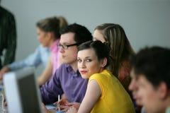 Gente joven en curso de aprendizaje del profesional Foto de archivo