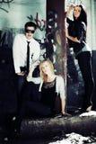 Gente joven en el apartamento abandonado Foto de archivo