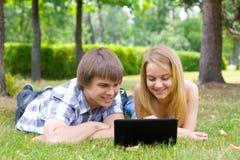 Gente joven en el parque Imagen de archivo