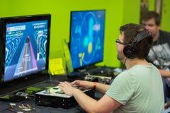 Gente joven en Gamescom en Colonia Imágenes de archivo libres de regalías