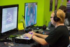 Gente joven en Gamescom en Colonia Imagen de archivo libre de regalías