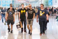 Gente joven en la exposición Gamescom Imagen de archivo libre de regalías
