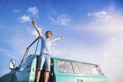 Gente joven en un viaje por carretera Foto de archivo
