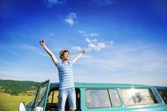 Gente joven en un viaje por carretera Imagen de archivo