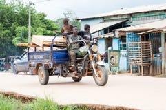 Gente joven en una moto del taxi Fotografía de archivo libre de regalías