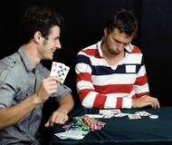 Gente joven que juega el póker Fotografía de archivo libre de regalías