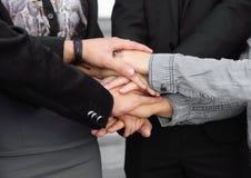 Gente joven que pone sus manos juntas Fotografía de archivo