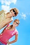 Gente joven que se divierte al aire libre Fotos de archivo libres de regalías