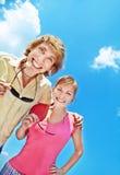 Gente joven que se divierte al aire libre Imagenes de archivo