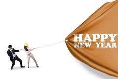 Gente joven y el Año Nuevo de la bandera Fotos de archivo
