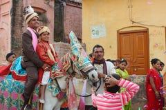 Gente locale durante le nozze indù indiane tradizionali Fotografie Stock