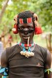 Gente locale sul mercato della città di Jinka, Etiopia Immagine Stock
