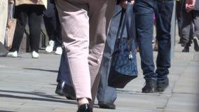Gente Manchester que camina 4K del centro de ciudad del lapso de tiempo