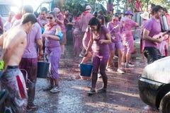 Gente mojada durante Haro Wine Festival Foto de archivo libre de regalías