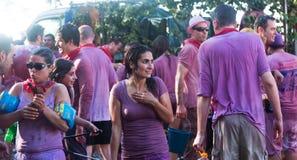 Gente mojada en Haro Wine Festival Fotos de archivo libres de regalías