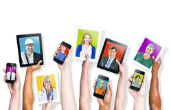 Gente Multi-etnica di tema di media sociali Fotografie Stock