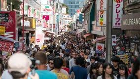 Gente no identificada en la calle de Takeshita en Harajuku, famoso de la moda cosplay japonesa de la calle, Tokio, Japón fotos de archivo