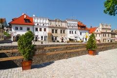 Gente non identificata che cammina sulla vecchia città di Kazimierz Dolny Questa città è un centro di arte in Po Fotografie Stock