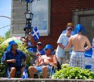 Gente non identificata che celebra festa nazionale del ` s della Quebec fotografia stock libera da diritti