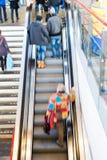 Gente ocupada de la estación de tren de la hora punta fotografía de archivo libre de regalías