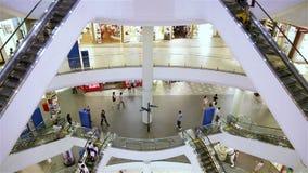 Gente Pan Top To Bottom del centro comercial almacen de metraje de vídeo