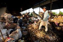Gente povera che lavora in un lavaggio Fotografie Stock
