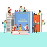 Gente que ama leer los libros de lectura alrededor de los libros gigantes con la cubierta y el periódico duros ilustración del vector