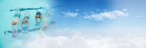 Gente que aprende nadar en piscina con la transición del cielo fotos de archivo libres de regalías