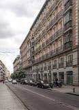 Gente que camina abajo de una calle de las compras Fotografía de archivo libre de regalías