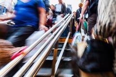 Gente que camina abajo en una estación de metro Fotos de archivo