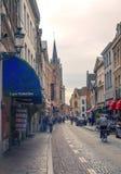 Gente que camina en Brujas Fotos de archivo libres de regalías