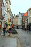 Gente que camina en Brujas Imagen de archivo